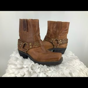 Penny loves Kenny square toe leather harness boot